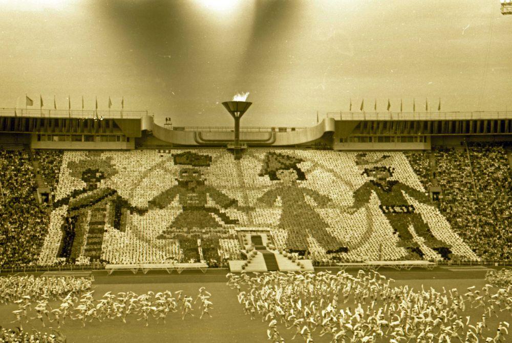Анимационная композиция на трибунах фестивального стадиона.