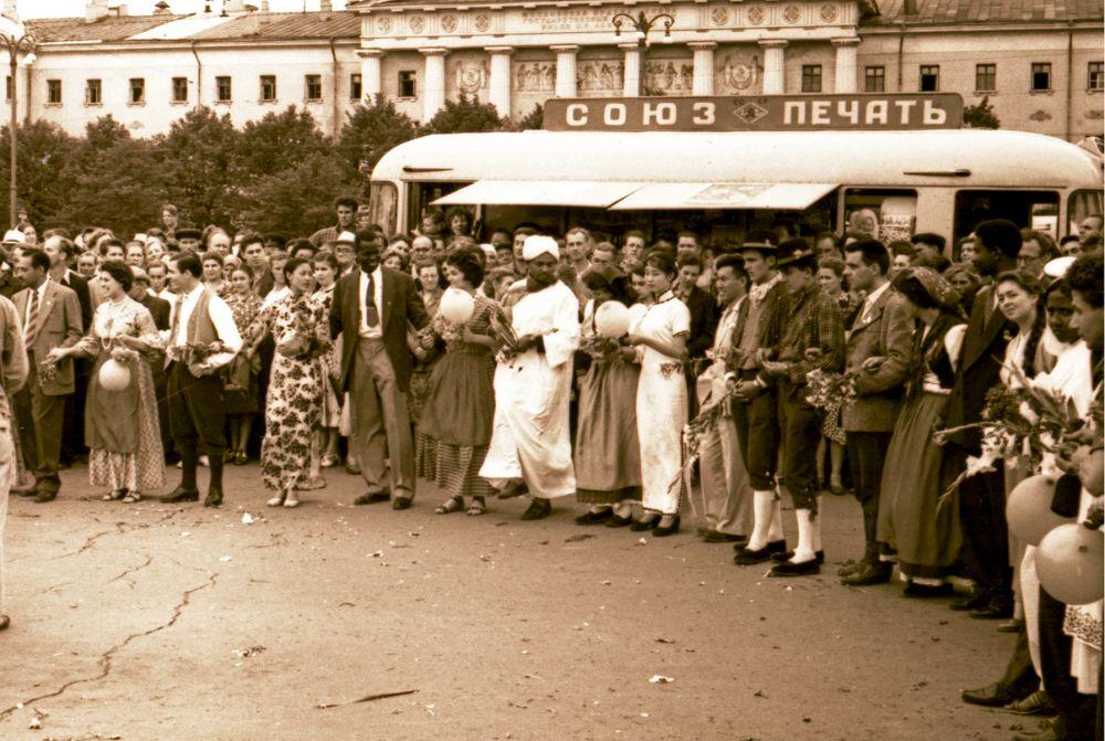1957 год. На московский фестиваль прибыли 34 тысячи делегатов из 180 стран.