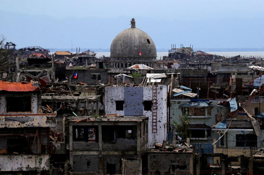 Разрушенные жилые дома и здания города после окончания военной операции.