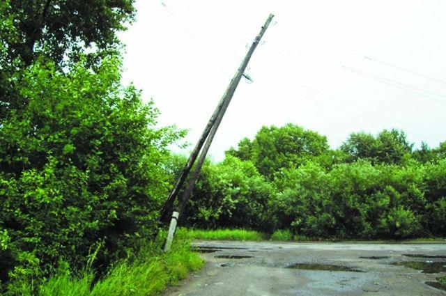 ВАлтайском крае будут судить невнимательного водителя, уронившего столб наребенка