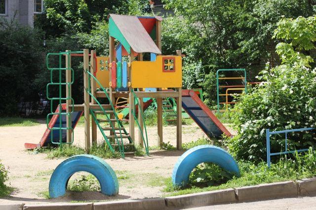 На Левобережье организуют новые детские площадки.