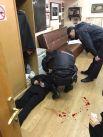 Сотрудники правоохранительных органов и задержанный Борис Гриц в редакции «Эха Москвы».