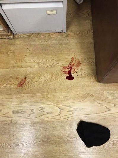 Следы крови на полу в редакции «Эха Москвы».