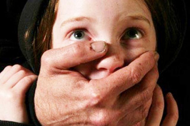 Белорус развращал 13-летнюю школьницу вПетербурге