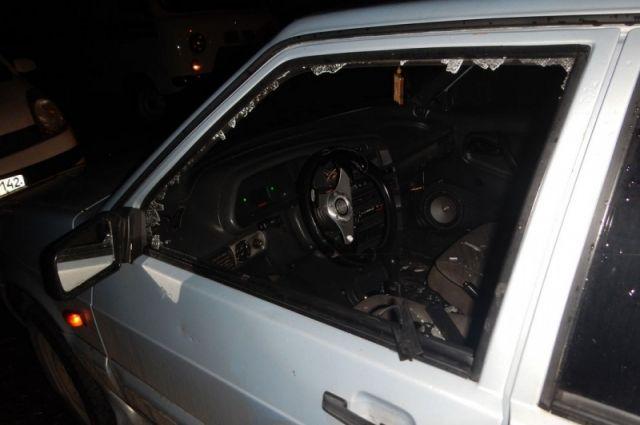 В Новокузнецке задержали злоумышленника, разбившего три автомобиля.