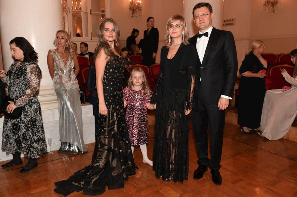 Министр энергетики РФ Александр Новак с супругой Ларисой Новак и с дочерью Алиной Новак.