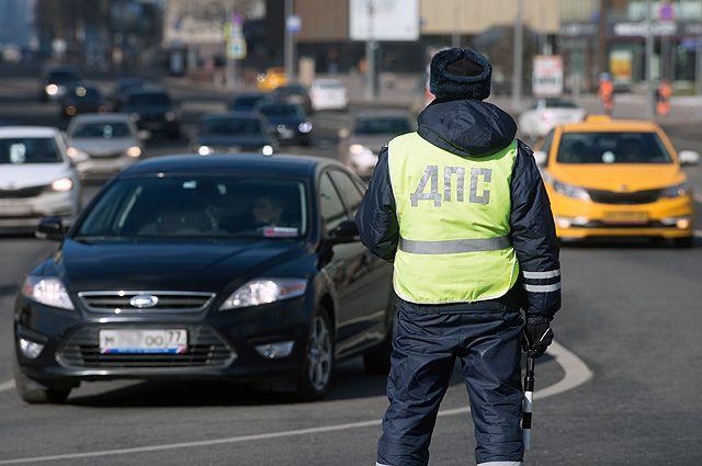 Инспектор ДПС опять имеет право остановить машину для проверки документов где угодно.