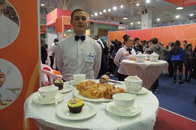 Шведский стол сервирует уже не официант, а мармитчик.