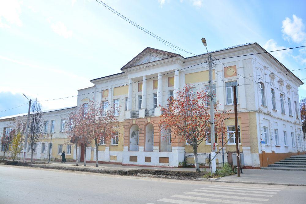 В 1838 году здесь была открыта первая в Тульской губернии женская гимназия.