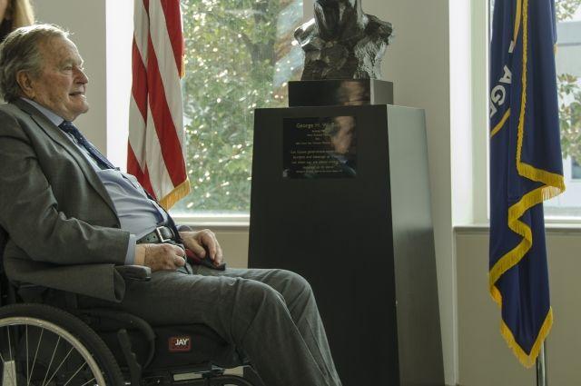 Джорджа Буша-старшего обвинили вдомогательствах