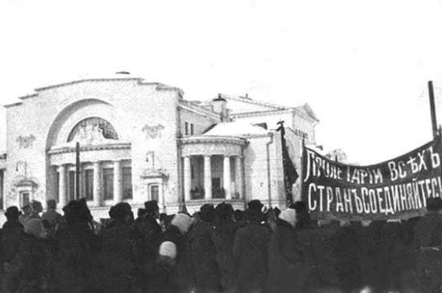 Власть в руки большевиков в Ярославле перешла мирным путём.