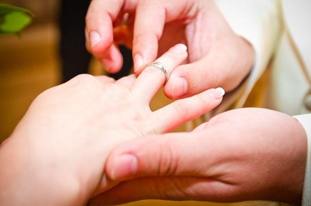 Спасатели ТОСЭР помогли тюменке снять кольцо