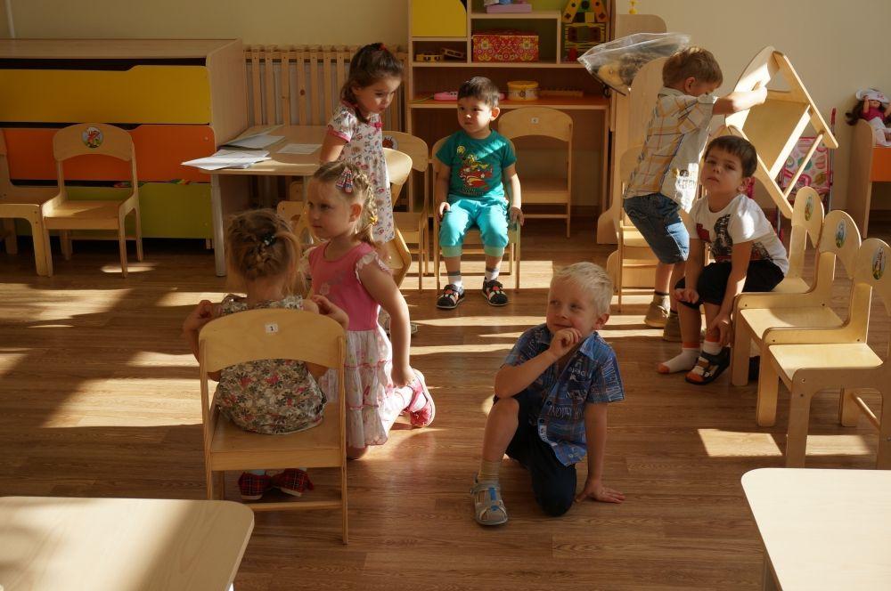 Малыши с радостью проводят время в современных группах.