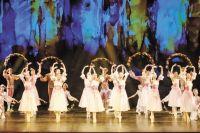 Вальс из балета «Спящая красавица» исполнили учащиеся Пермского хореографического училища.