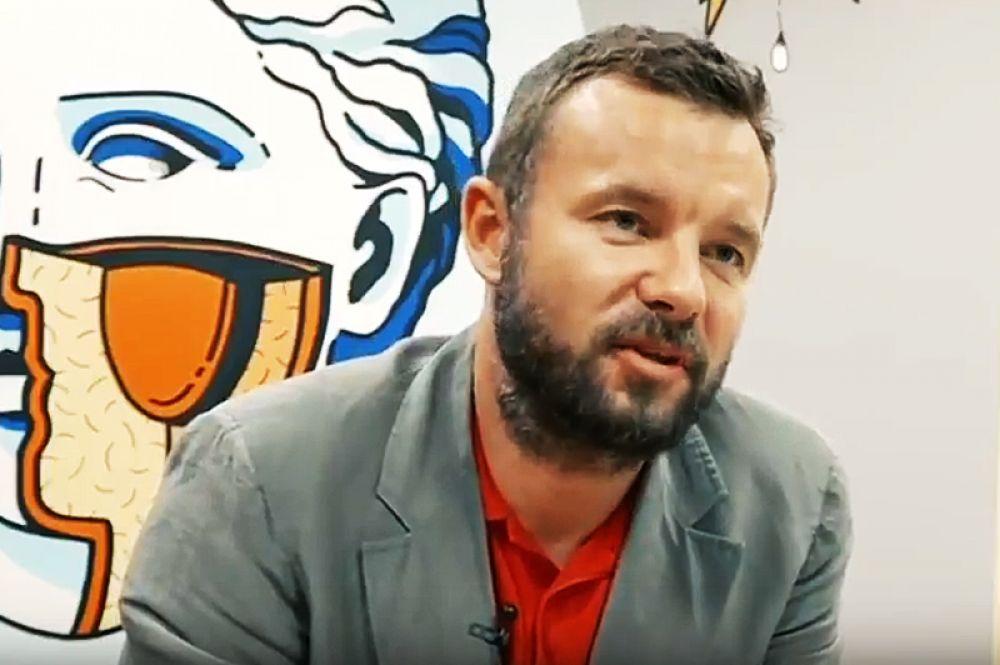 Отвечать за интернет-кампанию будет политтехнолог Виталий Шкляров.