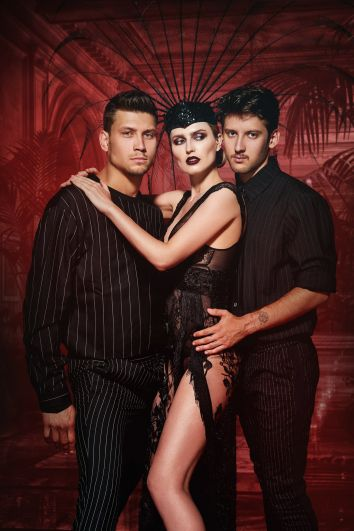 Прямо со страниц журнала VIVA танцевальные ПА звезд совместно с FREEDOM BALLET в скором времени оживут на главной сцене страны.