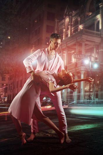 Увидеть грандиозный музыкально-танцевальный спектакль и услышать хиты любимых исполнителей можно будет уже 14 ноября во Дворце «Украина».