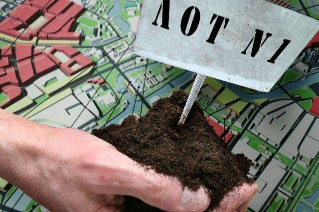 В июне 2017 года администрация Чайковского городского поселения нарушила закон и без проведения торгов продала трём членам дачного кооператива «Рассвет»
