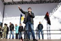 Михаил Саакашвили выступает на вече у здания Верховной рады в Киеве.