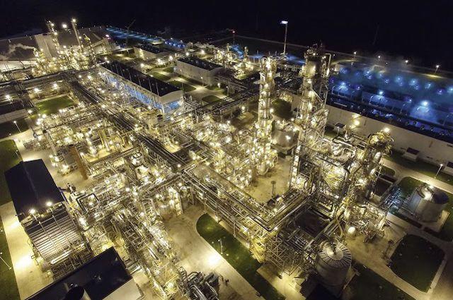 Комплекс по производству аммиака, метанола и гранулированного карбамида.