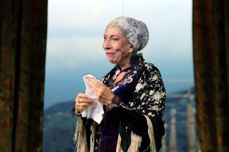 Народная артистка СССР Инна Чурикова («Тиль», «Оптимистическая трагедия», «Мудрец», «Аквитанская львица»).