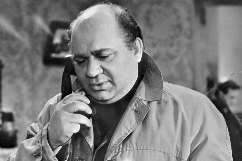 Народный артист СССР Евгений Леонов («Оптимистическая трагедия», «Диктатура совести»,  «Поминальная молитва».