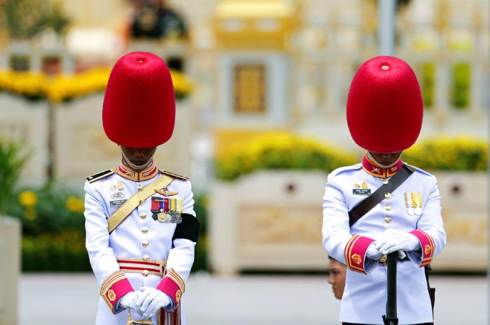 Королевская гвардия Таиланда на траурной церемонии.