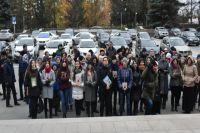 Молодежь устроила флешмоб в защиту татарского языка перед Госсоветом РТ.