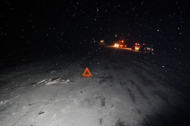 ДТП с фурой случилось в снегопад на трассе Иркутской области.