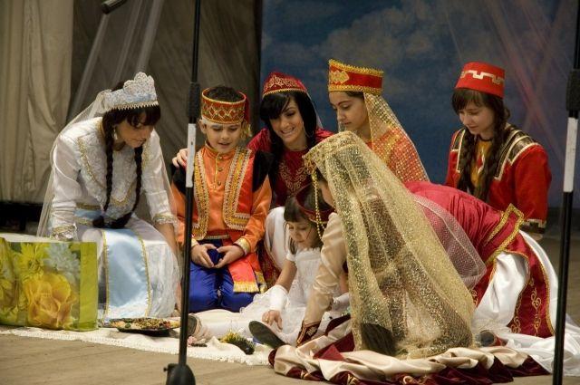Основой дружбы народов и мирного сосуществования чаще всего становится культура.