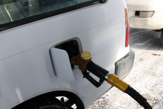 Красноярским автолюбиителям бензин влетает в копеечку.