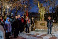 Отреставрированный памятник в новом сквере в с. Заозёрное.