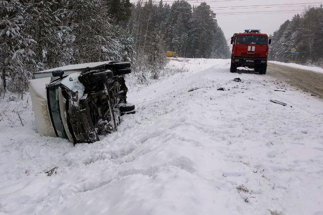 ВТюмени автоледи на Ниссан угодила вДТП с грузовым автомобилем «Газель»