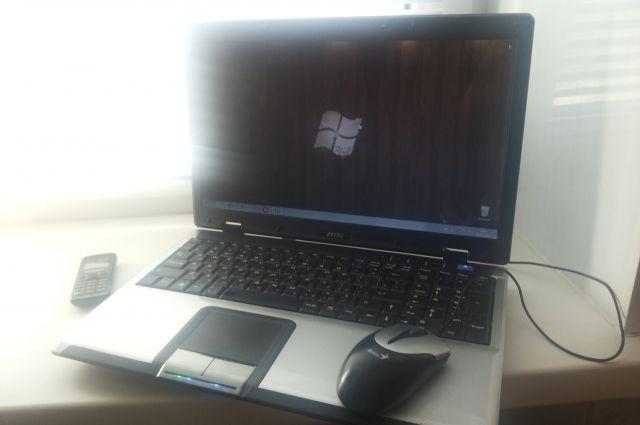 В ТЦ Тюмени злоумышленник украл ноутбук и сим-карты