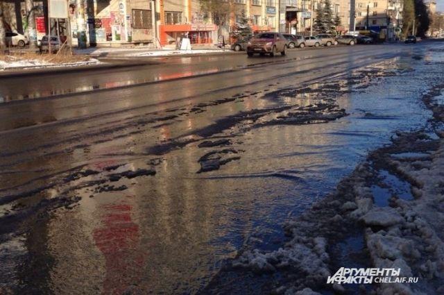 Коммунальная авария оставила без воды 7 домов вцентре Челябинска