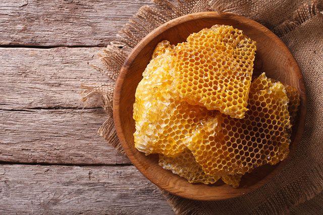 Природа на страже красоты. Чем полезны пчелиный воск и масло карите?