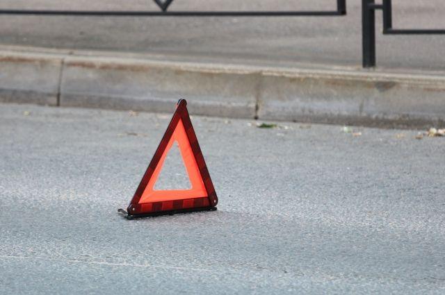 На трассе под Тюменью автомобиль опрокинулся в кювет
