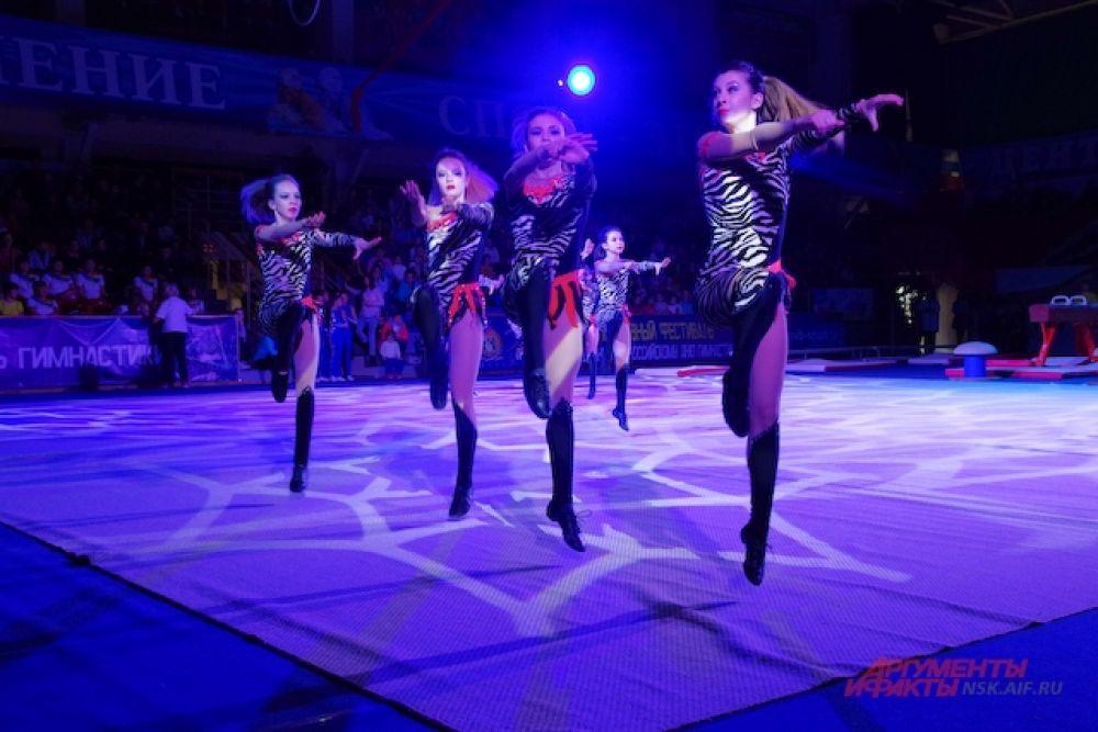 Кроме спортсменов на спортивном фестивале выступили и хореографические коллективы.