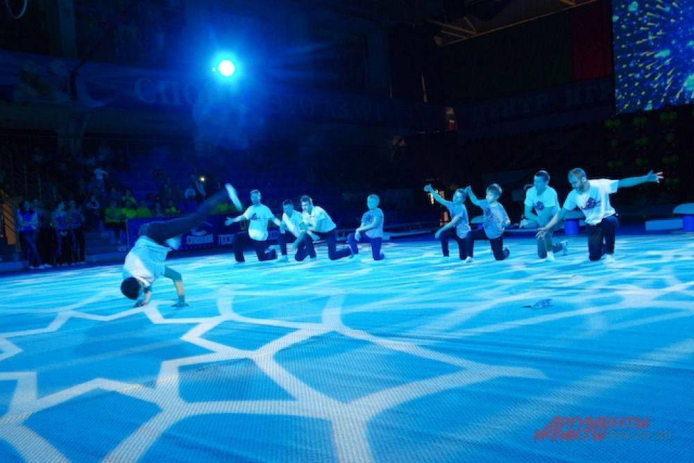 Но их всех объединяет главный принцип выступлений – программа должна основываться на элементах спортивной гимнастики и акробатики.