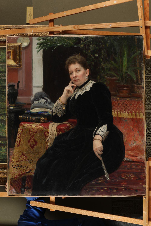 Илья Репин «Портрет Ольги Сергеевны Александровой-Гейнс», 1890 год. Это известная казанская благотворительница. Ее имя носит Александровский пассаж. Здание она хотела подарить под городской музей, однако оно не подошло.
