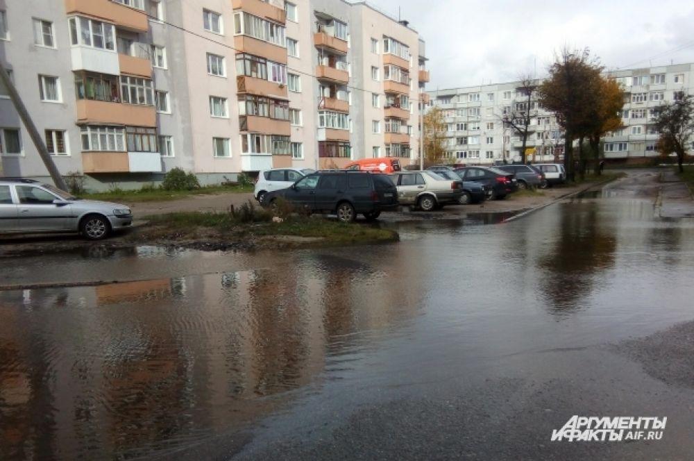 По данным МЧС, только в областном центре затоплено более 12 придомовых территорий.