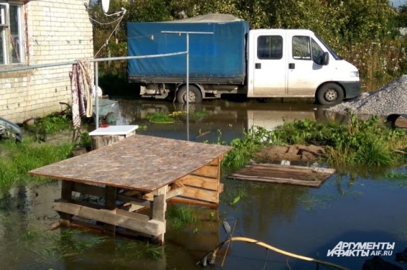 Придомовые территории в поселке Сосновка Зеленоградского ГО вновь затоплены.