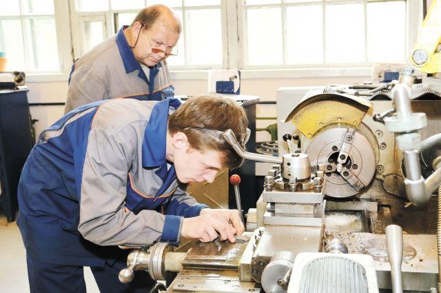 Половину учебного времени старшекурсники проходят практику непосредственно на производстве под патронажем наставников.