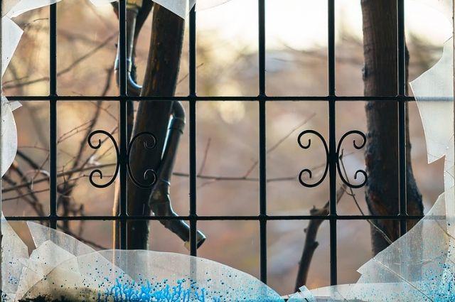 ВПетербурге неизвестные разбили витрину магазина Германа Стерлигова