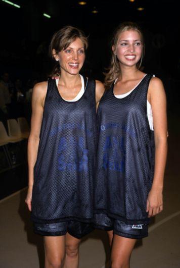 С началом 2000-х годов Иванка начала отдавать модельному делу всё меньше и меньше времени, предпочитая бизнес и писательство. На фото: Марла Мейплз и Иванка Трамп на баскетбольном турнире в Хантер Колледже в Нью-Йорке, 1997 год.