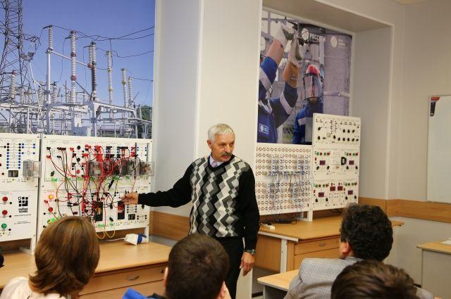 Электролаборатория открылась в промышленно-экономическом колледже Омска.