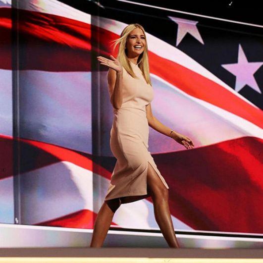 В 2006 году приняла участие в популярном реалити-шоу «Кандидат», в котором её отец выступал в роли ведущего и продюсера одновременно, и продержалась в шести выпусках.