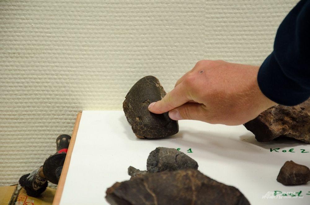 Это легко проверяется специальным магнитным анализатором: один из метеоритов сильно магнитит, другой – наоборот.
