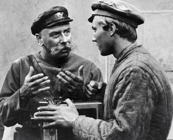 «Служили два товарища» (1968) — командир полка.
