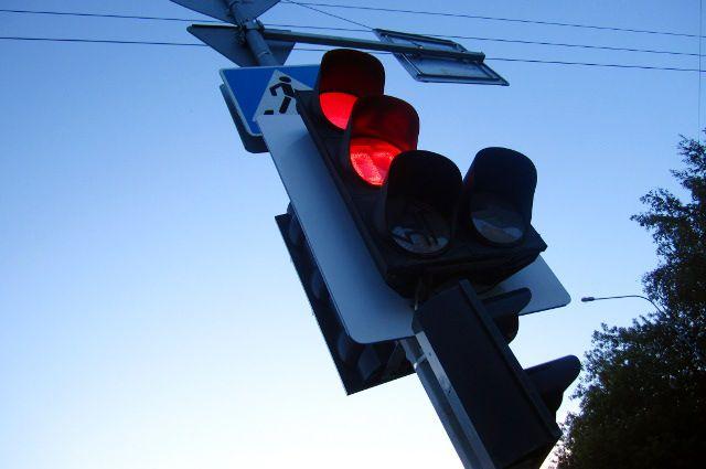 Ехал на красный свет: тюменец отделался ушибами, подставив другого водителя